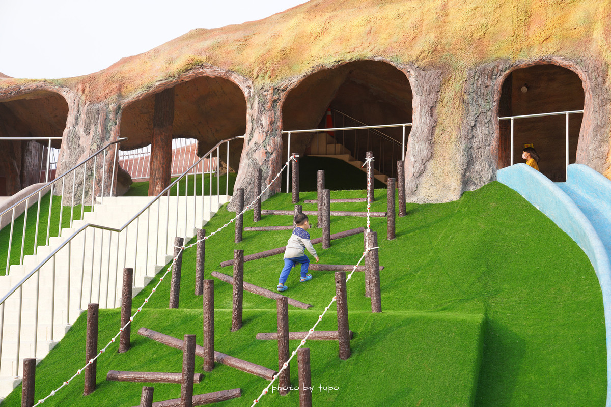 苗栗竹南景點》火炎山主題公園・獅山親子公園:多條溜滑梯超放電!火炎山溜滑梯、蘑菇屋、鳥巢鞦韆,玩沙玩水好好玩