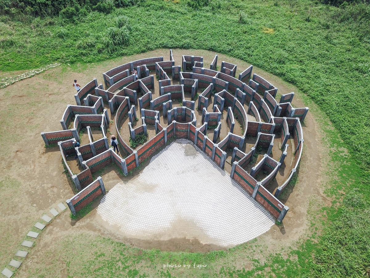 新北石門景點》老梅迷宮,北海岸巨大咬咬迷宮,從小玩到大的紅磚迷宮,小朋友大人都愛~
