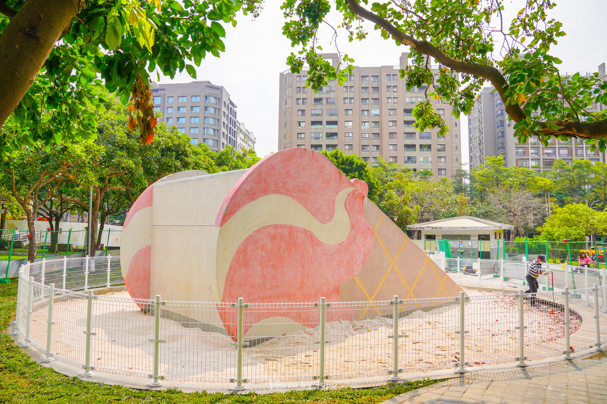 台中西屯|福星公園~市區內的冰淇淋公園🍦玩水、餵魚、玩沙、攀爬區、粉紅小火車、平衡木,逢甲夜市附近的親子景點~
