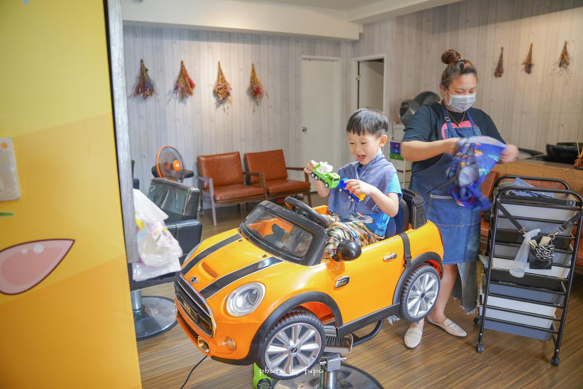 新北汐止兒童剪髮推薦~莎藝親子剪髮造型館,小朋友最愛的車車大集合、溜滑梯、迷你球池,剪髮也好好玩!