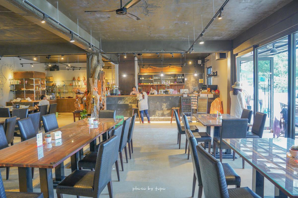 新北汐止|白匏湖生態農場📍金針花火花之丘、螢火蟲、可愛小動物區、樹屋、森林鞦韆、唯美湖畔景觀餐廳~寵物友善餐廳