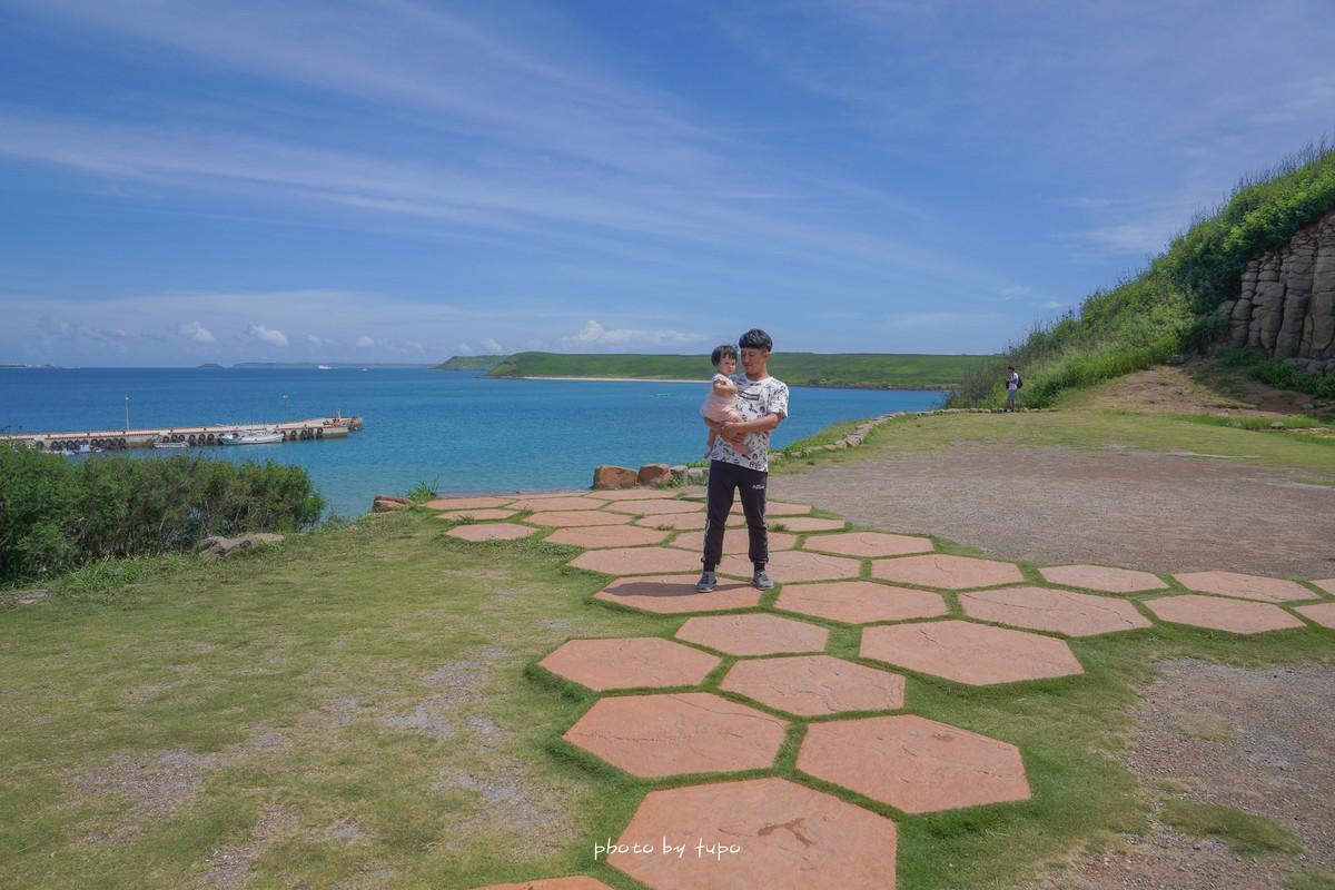 澎湖必訪|池東大菓葉玄武岩:一秒飛進明信片中的景點,數公尺千年六角狀玄武岩,眺望海景的最佳景點。