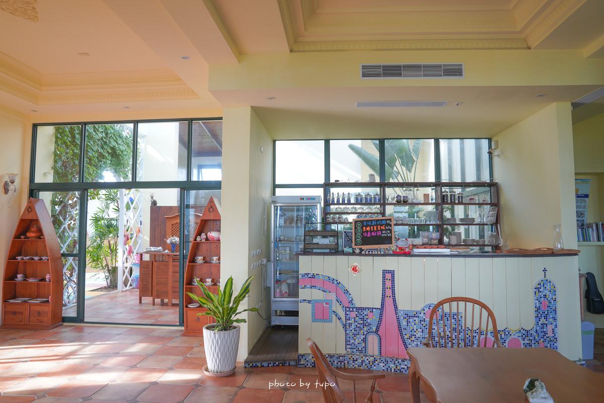 澎湖景點》半日閑下午茶:超隱密海彎希臘風餐廳,浪漫彩色瑠璃屋、旋轉鵝黃蛋糕樓梯、手作甜點,一起刷爆IG!