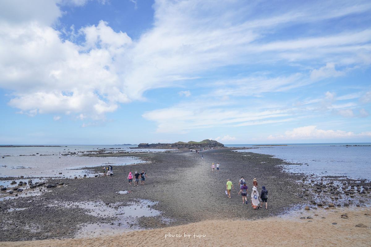 澎湖必訪景點:奎壁山地質公園(摩西分海)~須注意潮汐(建議放行前20分抵達),才可以拍出最美分海實況。 @小腹婆大世界
