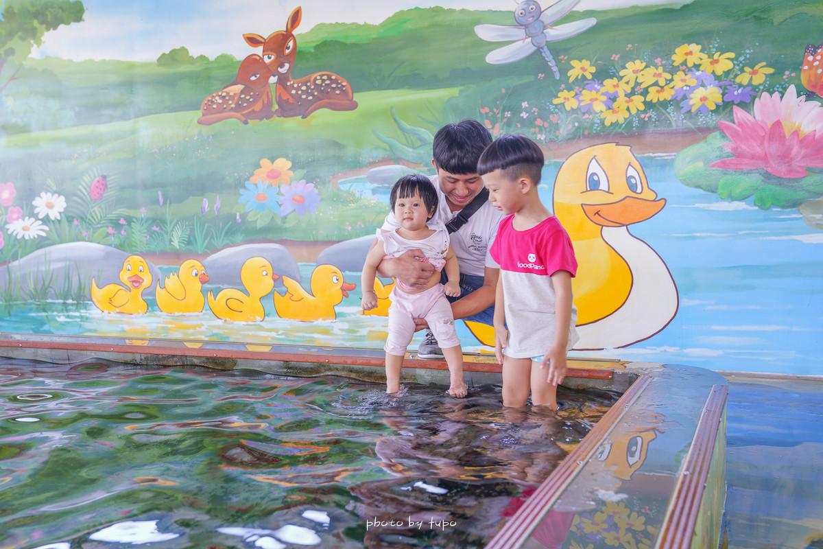 宜蘭礁溪景點》超療癒!甲鳥園:山泉水戲水池、可以抱抱小鴨、餵食小鴨的農場景點