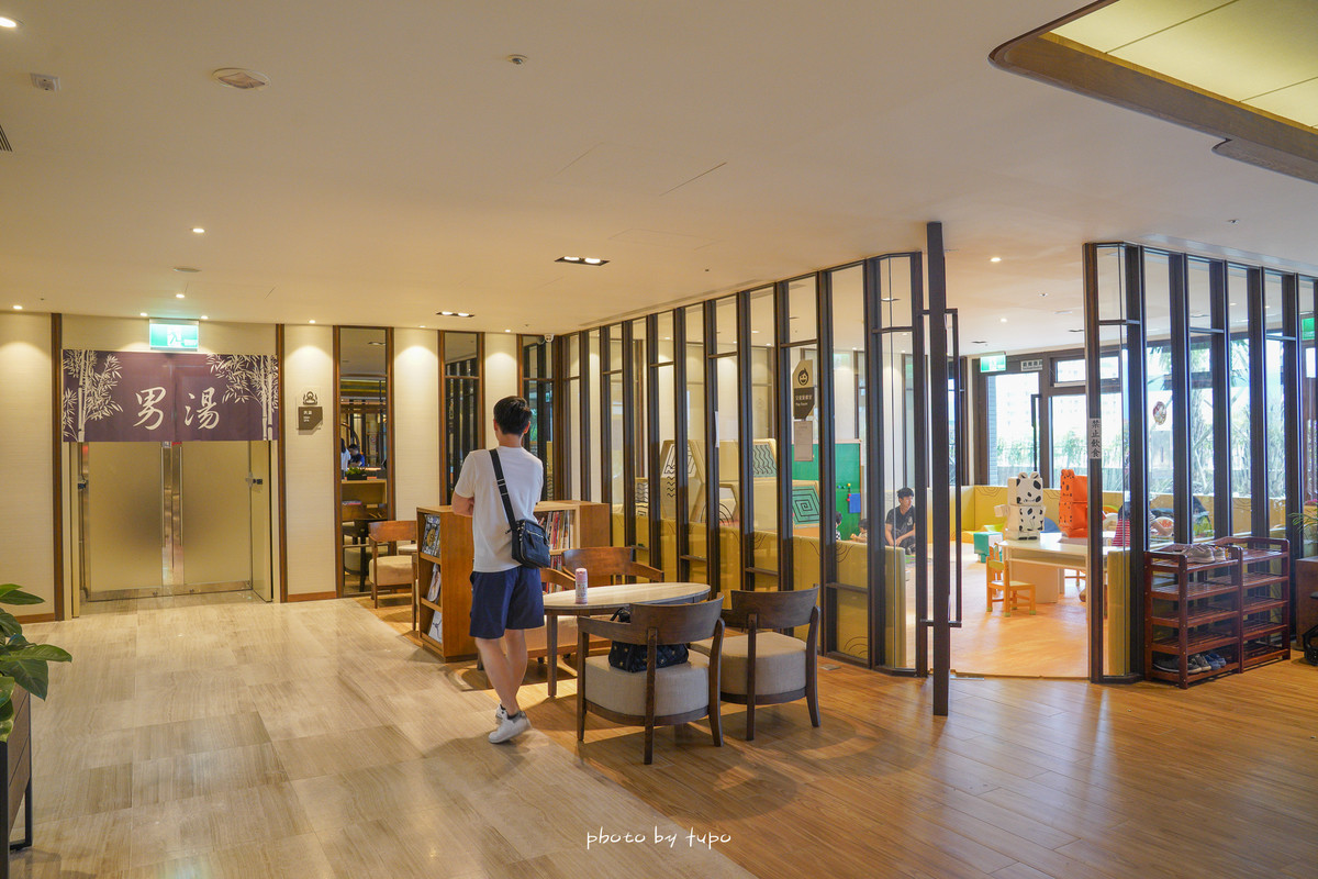 宜蘭羅東夜景飯店》村却國際溫泉酒店:百萬夜景、早午餐可以吃到下午2點、親子遊戲室、房間就可以泡湯!