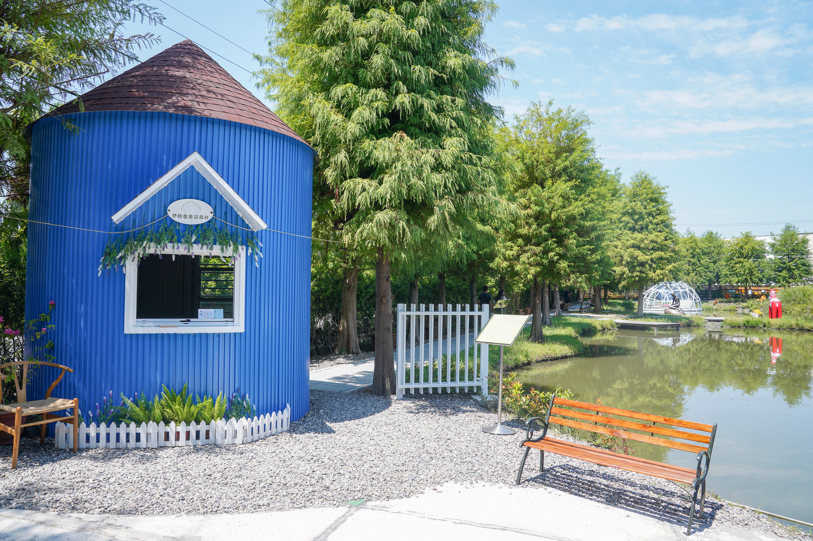 宜蘭冬山景點》夢幻小北歐!伊格魯童話森林:彩色屋.水上玻璃屋.落羽松秘境,在池畔吃下午茶