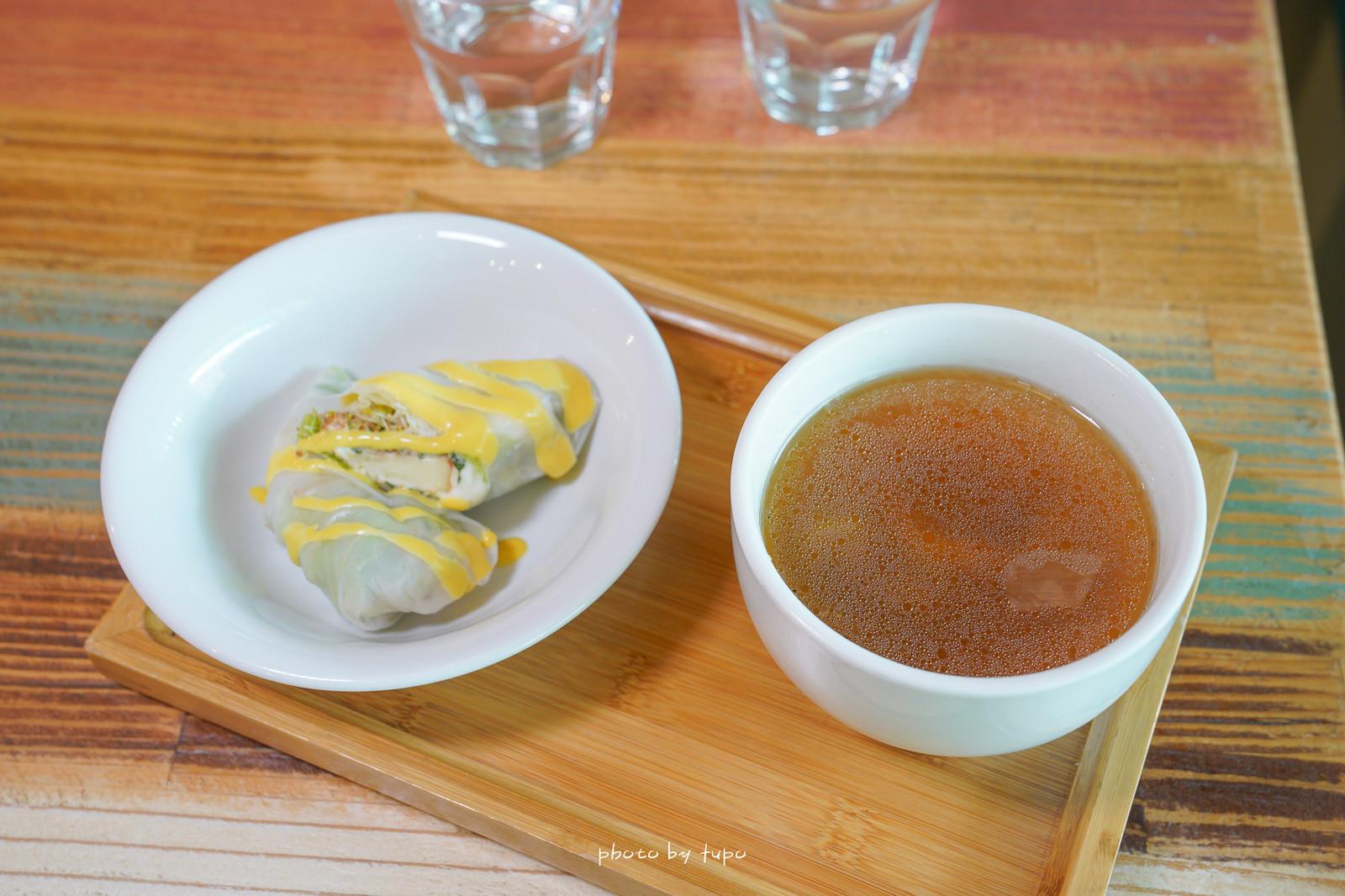 宜蘭冬山美食:三隻貓餐廳.咖啡,異國風情地中海渡假風,精緻簡餐和澎湃火鍋,贈送的飲品和甜點都很不錯~