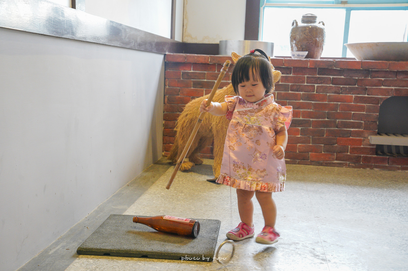 彰化田中景點》台梗9號體驗館(田中農會):以米為主題的拍照打卡點~巨大米桶、稻草鋼琴、復古農舍、復古童玩打彈珠釣酒杯任你玩~
