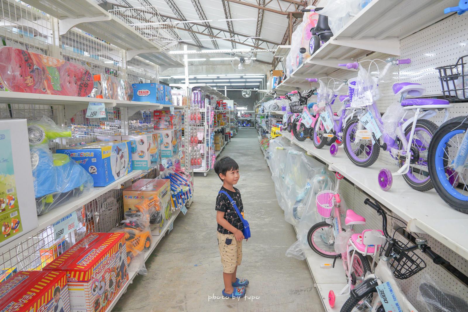 彰化新景點》花鹿鹿玩具倉庫,中部最新玩具倉庫新開幕,佔地超過200坪,萬件玩具,聖誕節交換禮物,寶寶玩具優惠都在這!