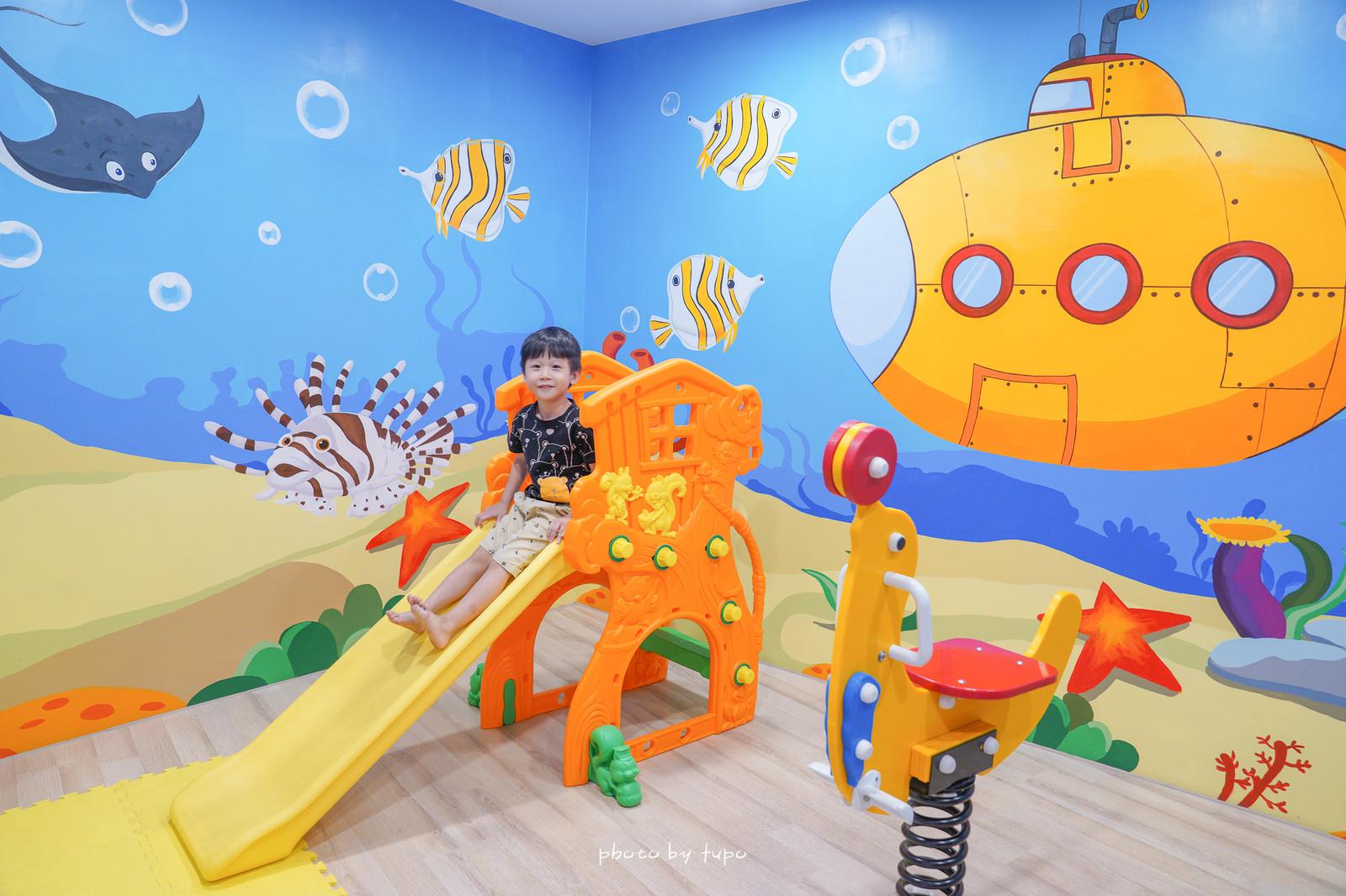 彰化住宿》二訪最新親子房!晨荷精品渡假旅館,擁有多個主題親子房:海洋公園風、森林樹屋、海盜船、巨大恐龍蛋,超大的浴缸可以玩水哦!