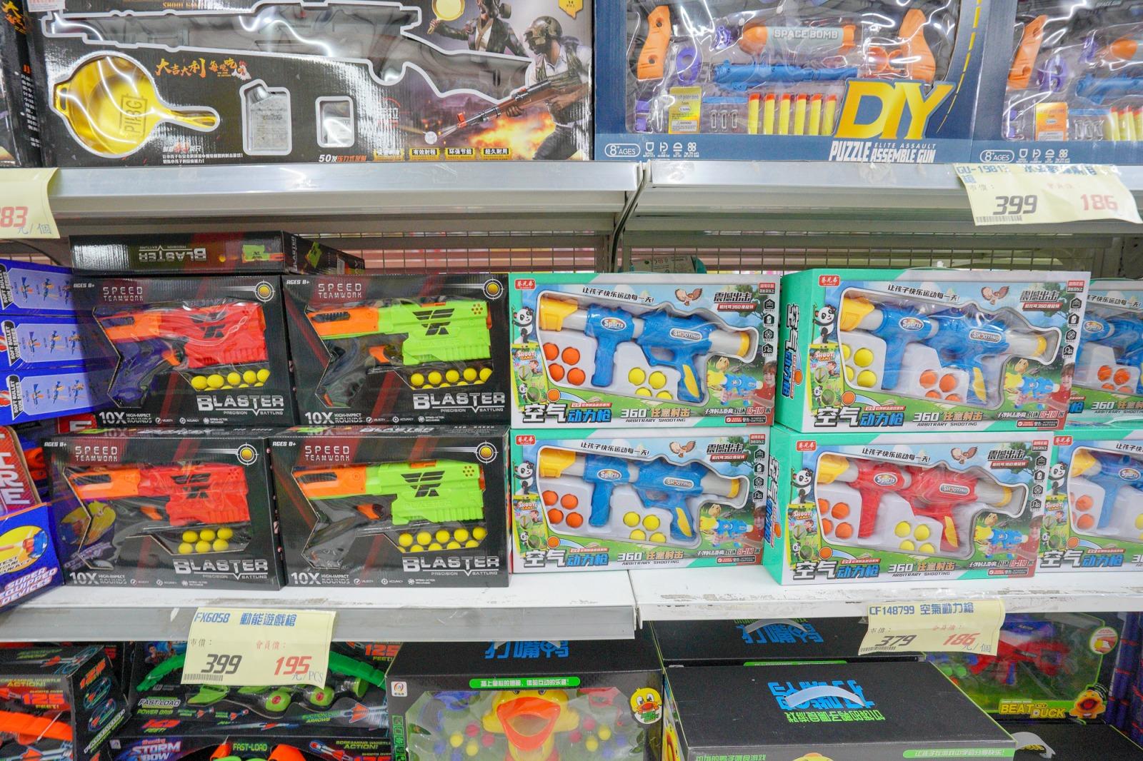 台中景點》春日部玩具批發超市~超多款100元玩具,CP值超高,150坪玩具超市超好逛,批發價不騙人