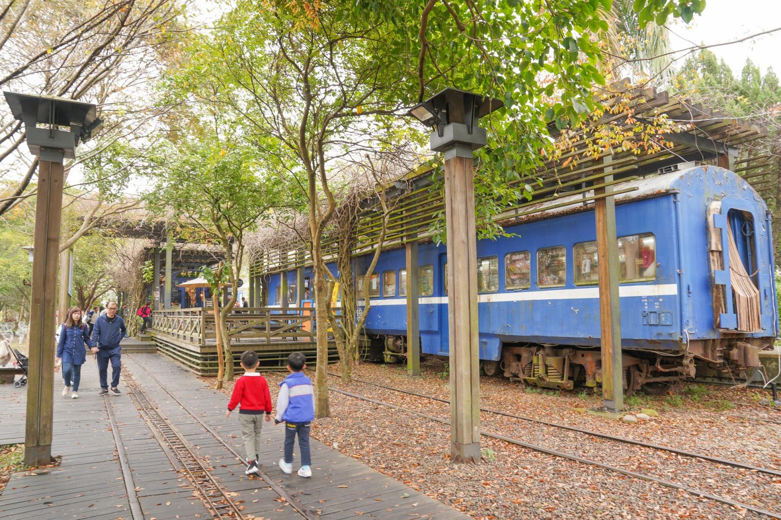 新竹景點》全台最香的愛情車站!內灣合興車站,愛心溜滑梯沙坑,愛情鐵道,搭上時光機的香氛普快車~