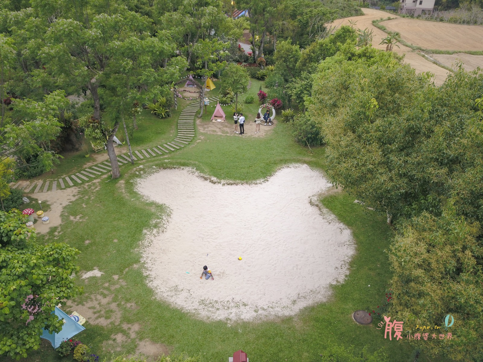 苗栗三義景點》雅聞香草植物工廠,免門票森林系景點!有荷蘭風車.小熊沙堆.玫瑰花海.氣墊溜滑梯很好玩