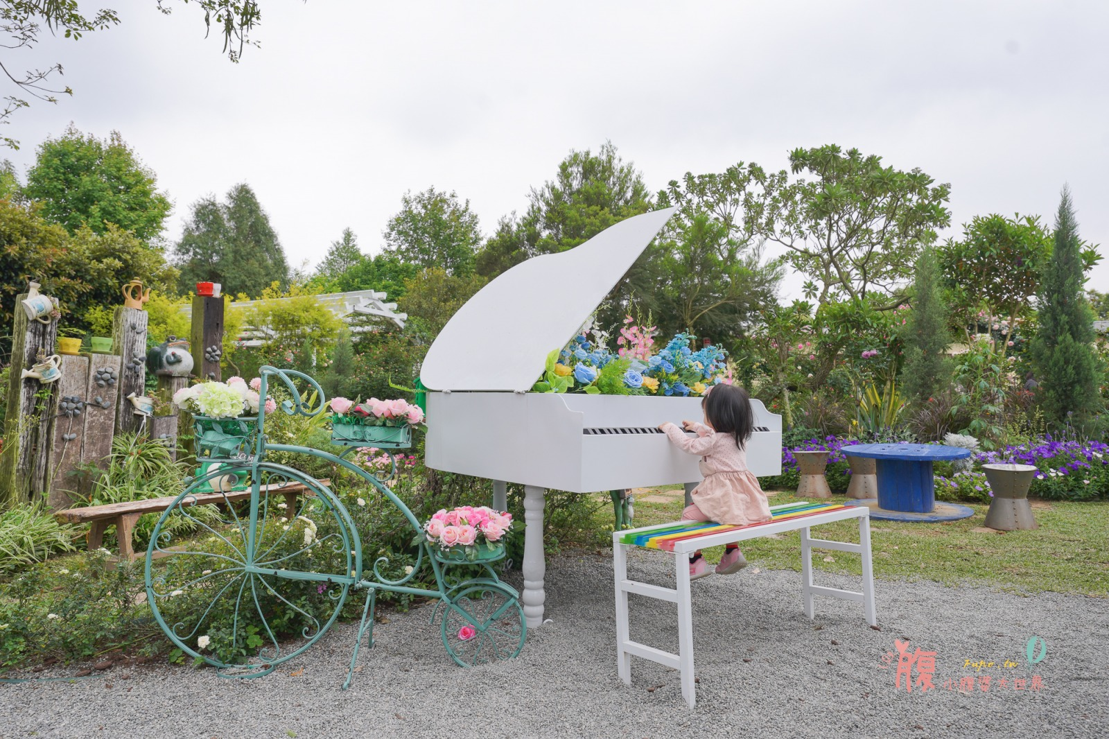 苗栗三義景點》雅聞香草植物工廠,免門票森林系景點!有荷蘭風車、小熊沙堆、玫瑰花海、氣墊溜滑梯,適合帶孩子野餐出遊