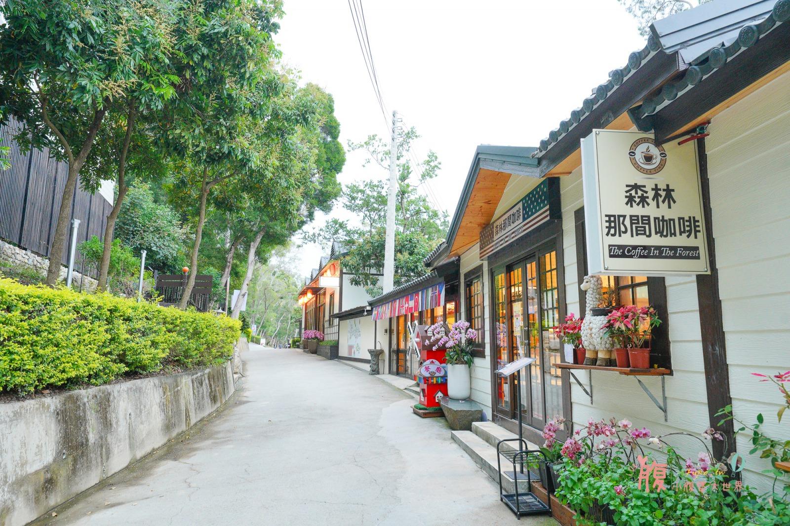 苗栗苑裡景點》綠意山莊,門票50元,可以餵小鹿的浪漫童話小鎮、日式鳥居、最大哈比屋聚落、小動物區、親子遊戲區~
