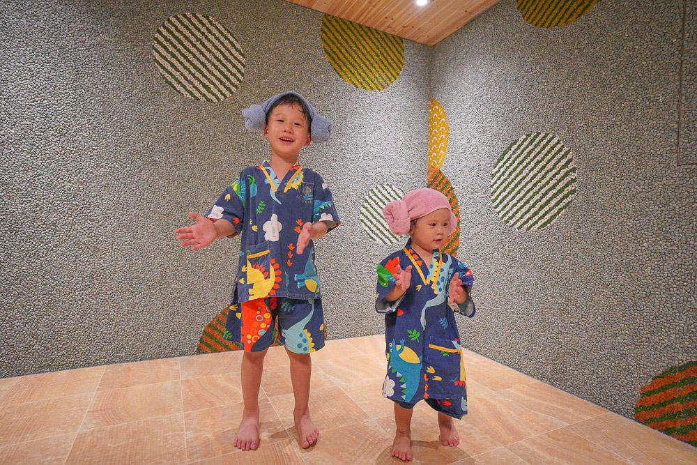 台中親子飯店》想窩11餐旅館,二層樓室內戶外遊戲區,主推陽光雙套房和親子房,汗蒸幕還有超可愛的衣服!