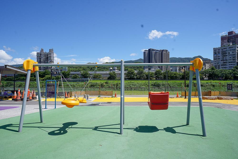 汐止新景點》新改版!汐止星座公園:星際主題特色公園,新北第一座戶外大型太空攀爬網,星光橋下免費玩水玩沙景點