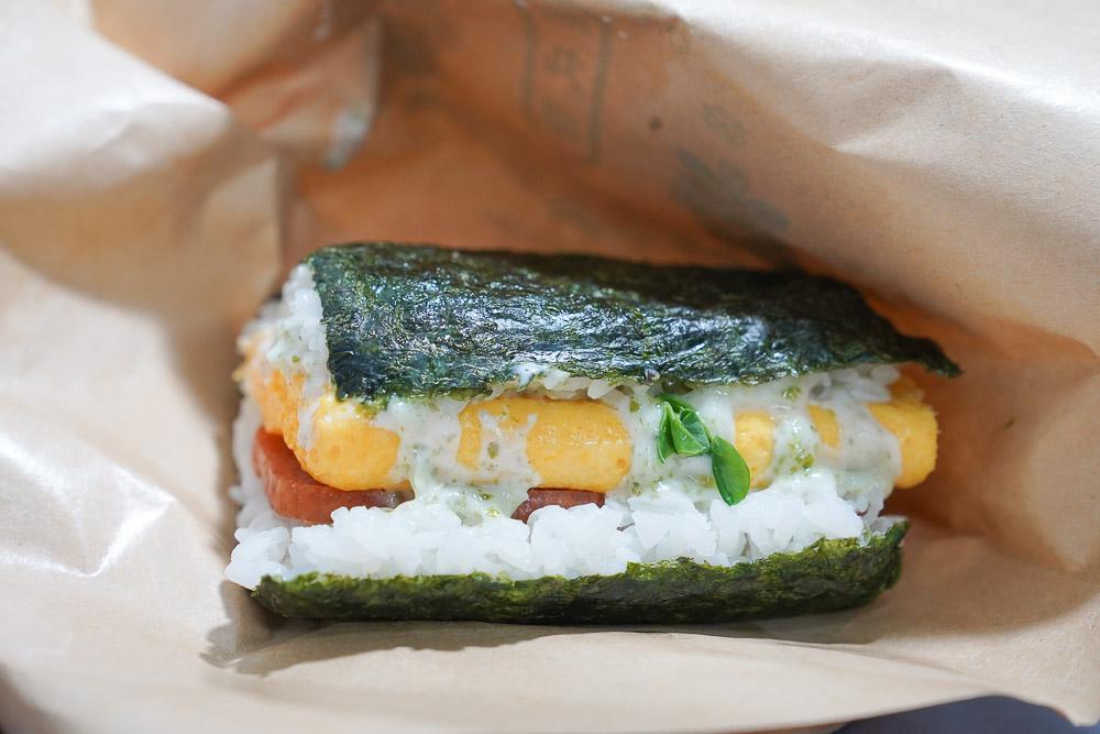 東湖美食》飯丸屋-東湖樂活店:台灣第一沖繩飯糰品牌,沖繩口味飯糰,明太子薯條也好吃!