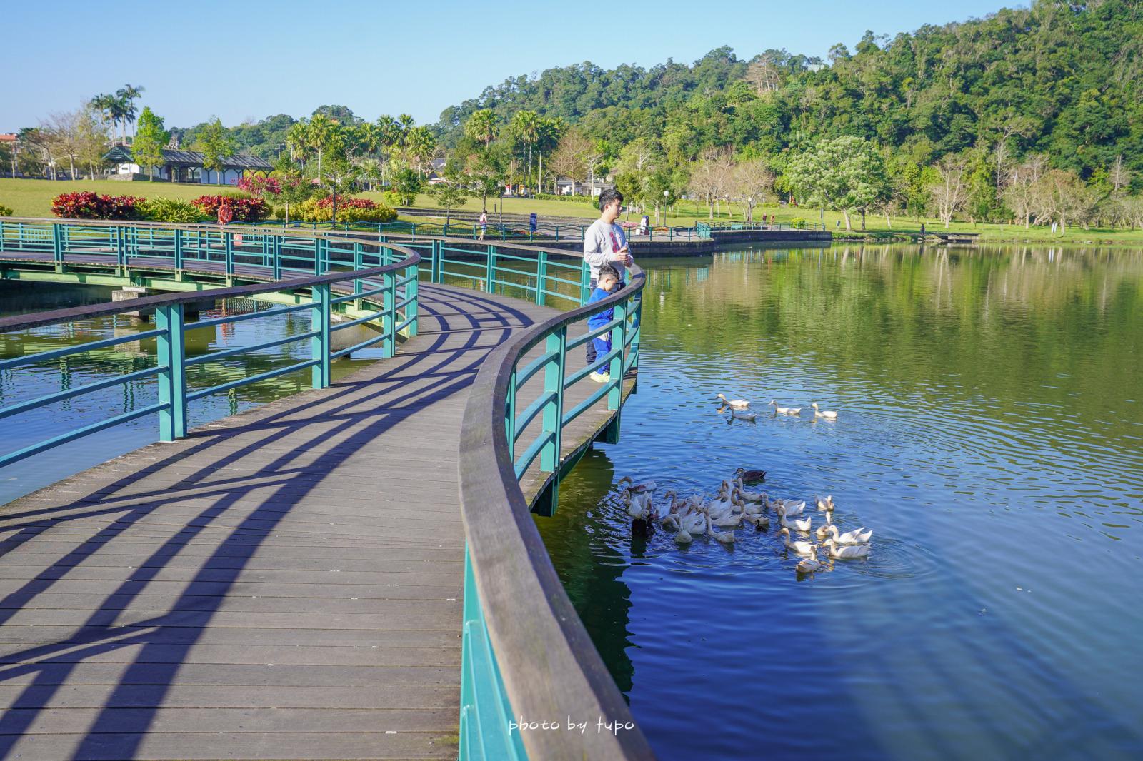 宜蘭礁溪景點》龍潭湖風景區,宜蘭版日月潭~大碗公溜滑梯,浪漫S型湖中步道,可以餵鴨鴨和餵魚,適合騎車漫遊