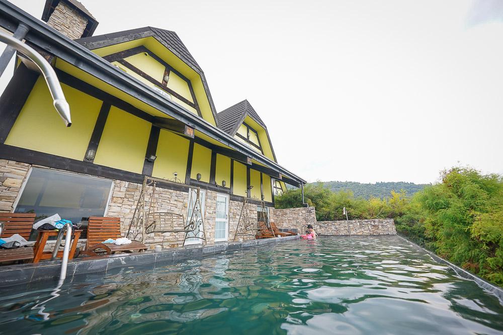 清境普羅旺斯玫瑰莊園  清境住宿,超唯美溫水山嵐泳池Villa,躺著就可以欣賞綿延山嵐,晚上看滿天星空