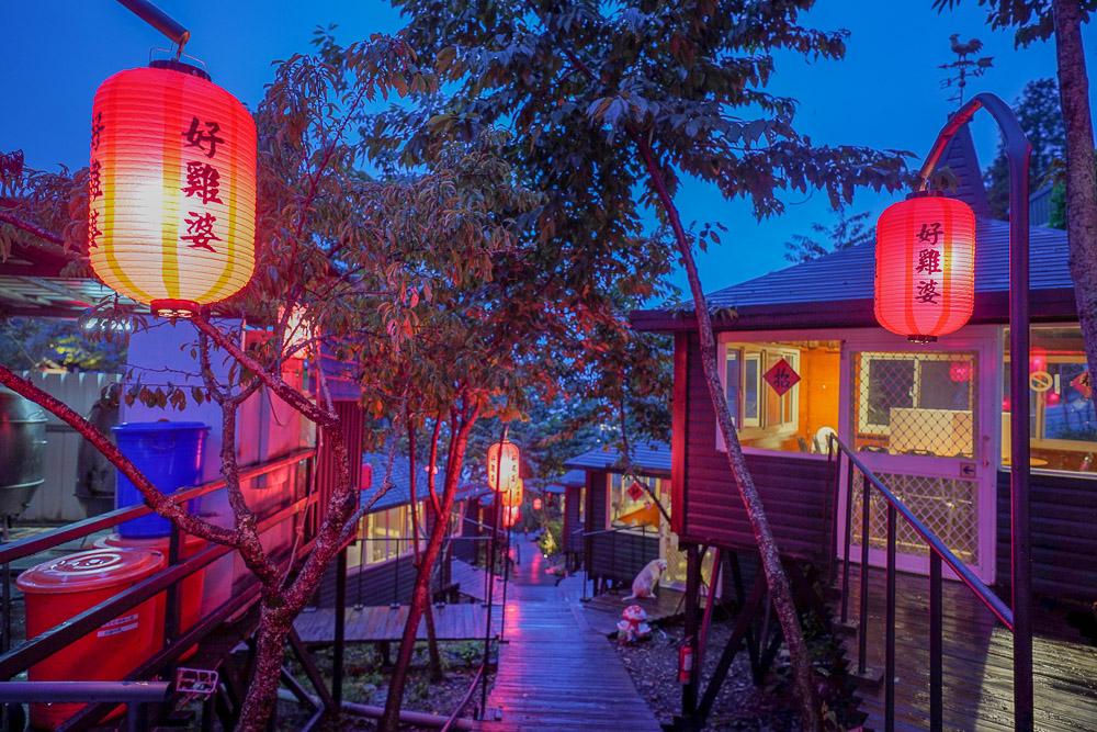 清境好雞婆土雞城餐廳 |清境美食,唯美紅燈籠廊道,獨立木屋包廂,建議先預訂烤雞免得向隅