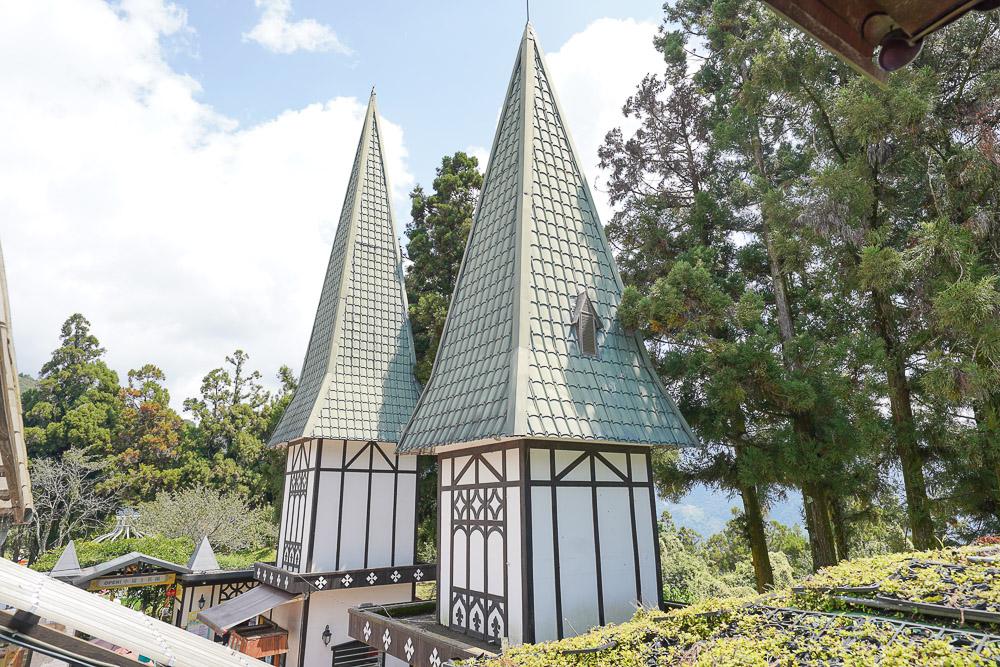 清境愛情故事館  清境小瑞士花園旁的婚紗拍攝餐廳,滿滿小熊療癒系餐廳,用餐就送一張專業攝影照~