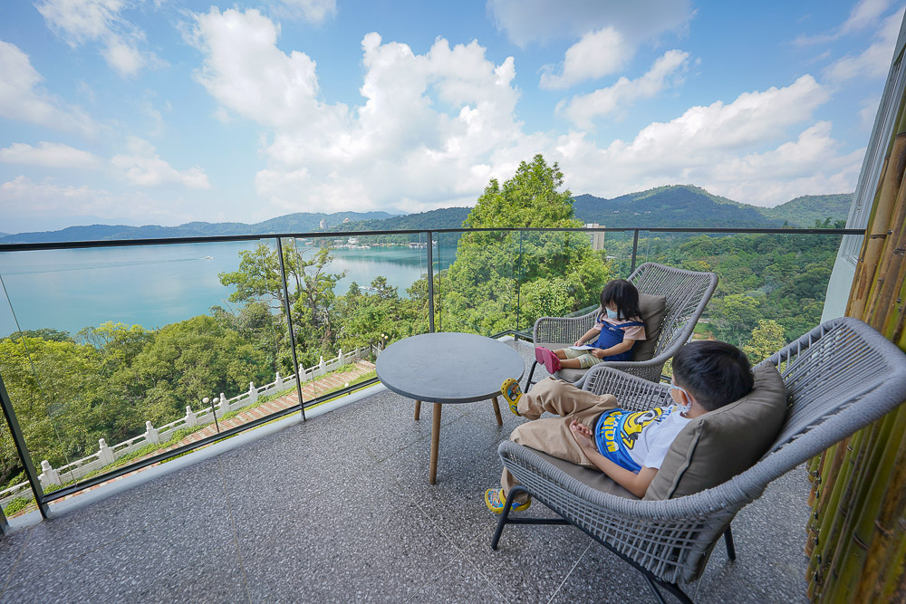 承億文旅潭日月》文武廟旁的無敵湖景飯店,一泊二食, 全新房型方山水套房躺著就可以看湖景