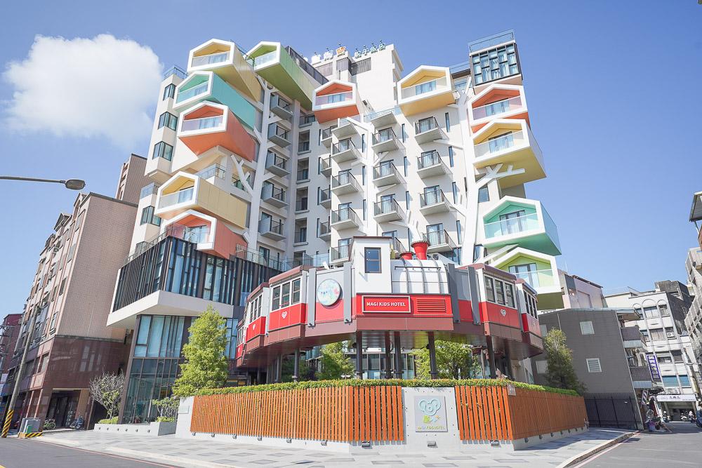 宜蘭住宿》童媽吉親子飯店,飛天火車城堡飯店,羅東火車站旁,二層樓遊戲區,三層電動車,房型價格