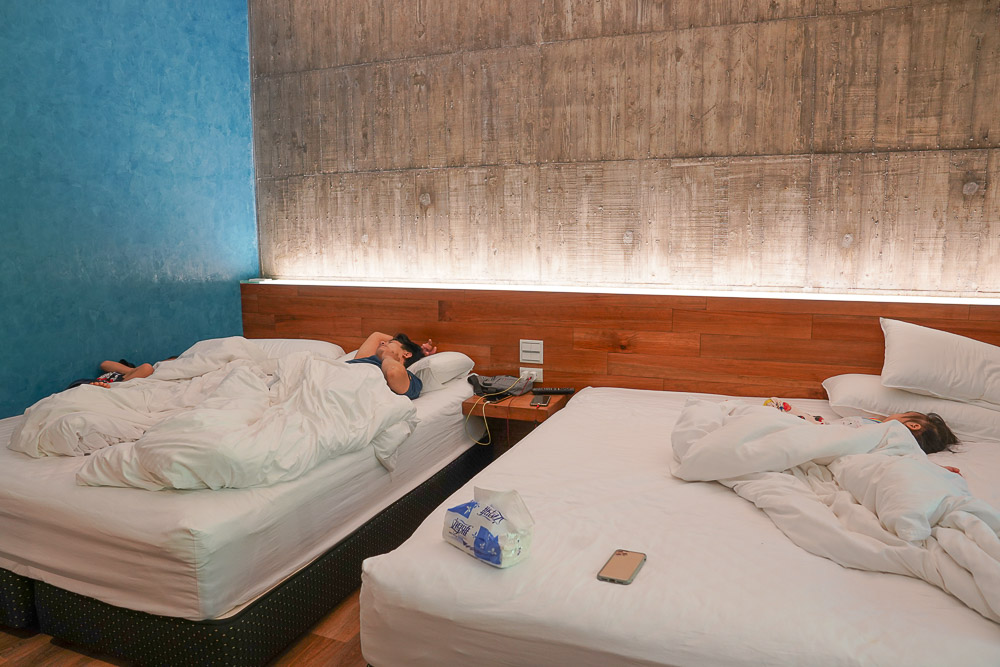 紫森林旅宿:三富休閒農場最新住宿,紫屋館房間就可以看到蝦子,一泊三食,夜間導覽,瀑布撈蝦餵魚