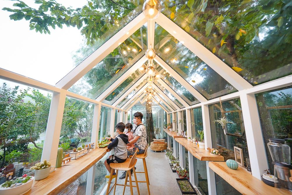 清境黃慶果園民宿 |怎麼訂房?清境農場旁的小木屋民宿,樹屋溜滑梯星空房,最新玻璃屋